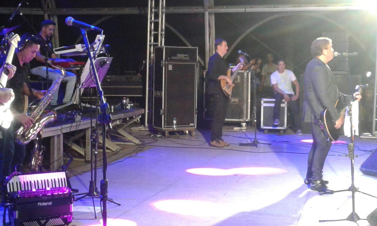Amado Batista abre programação de shows dos 160 de Caraguatatuba