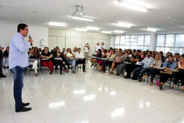 Aguilar Júnior anuncia adequação de cálculo da carga suplementar dos professores da rede municipal