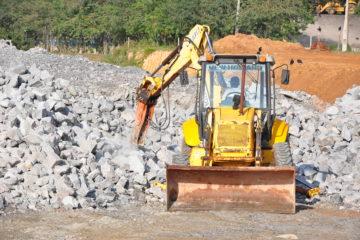 Brita oriunda das obras do Contorno beneficiarão ruas de Caraguatatuba