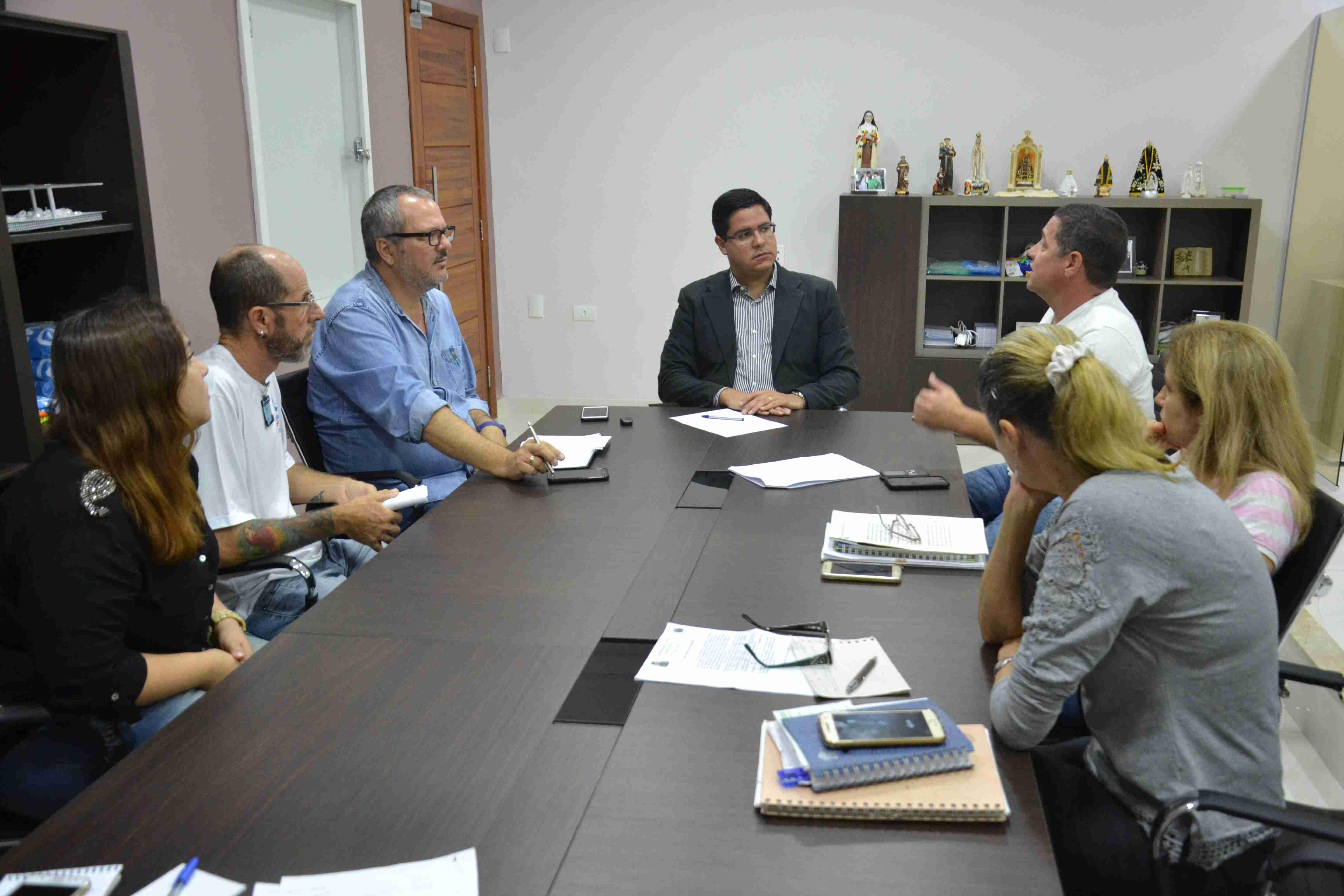 Prefeitura se reúne com Ongs para tratar de ações no atendimento e proteção aos animais