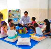 Prefeito faz entrega de livros paradidáticos às escolas do Olaria e Casa Branca