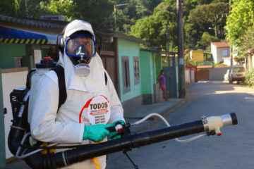 CCZ inicia aplicação de inseticida contra pernilongos em Caraguatatuba (Fotos: Gustavo Grunewald/PMC)