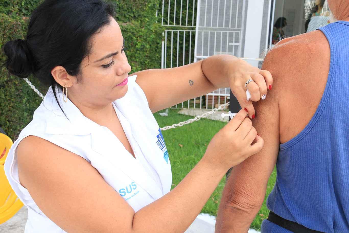 04_16_Caraguatatuba abre posto de vacinação na Etec nesta terça-feira (17)
