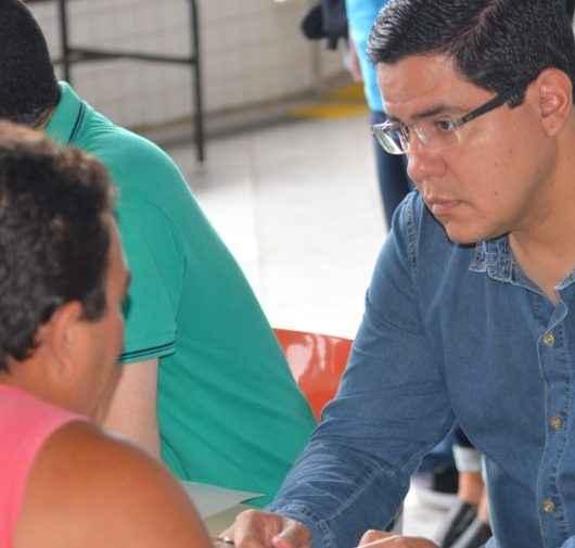 11_24_Multiação_Prefeito Aguilar Junior fala com morador