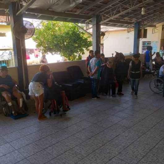Prefeitura de Caraguatatuba oferece momento de descontração aos idosos do Lar Vila Vicentina