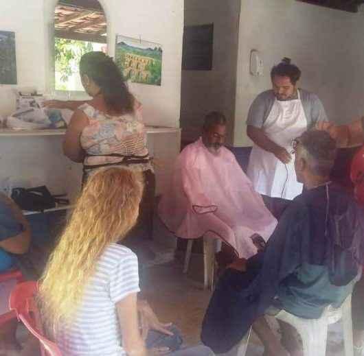 Acolhidos da Casa do Caminho recebem ação de corte de cabelo