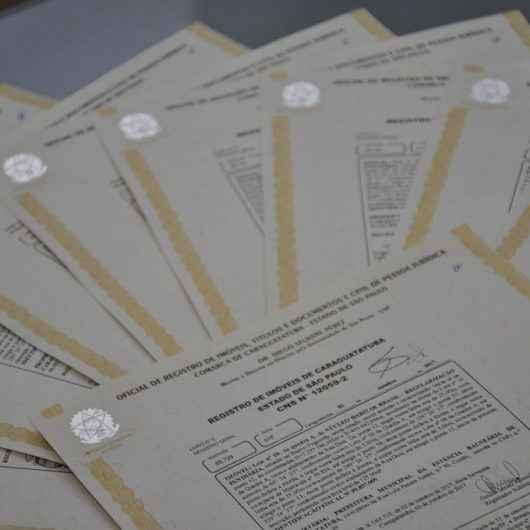 Prefeitura de Caraguatatuba entrega títulos de regularização fundiária do loteamento Coopervap no Jardim Casa Branca