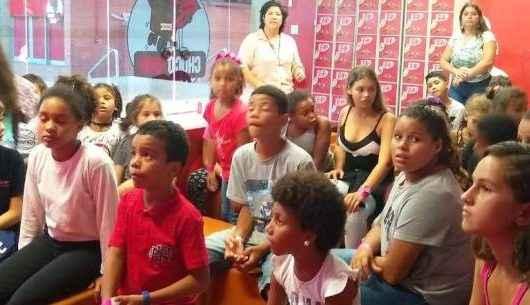 Crianças de projetos sociais visitam a Fábrica da Nestlé