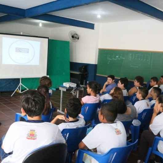 Coordenador regional da Olimpíada Brasileira de Matemática visita escolas municipais de Caraguatatuba
