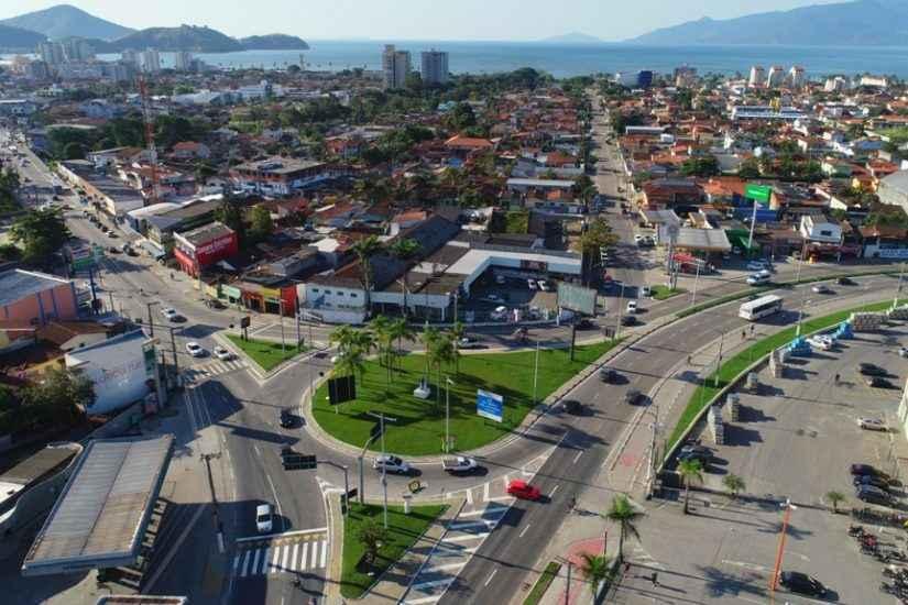 Vista aérea do Trevo de Caraguatatuba
