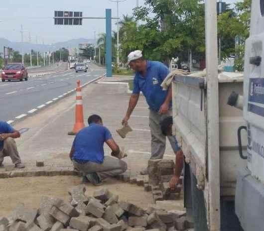 Prefeitura realiza manutenção na Avenida da Praia no centro