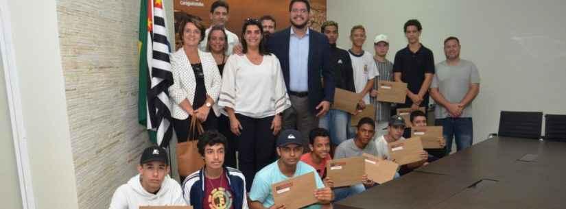 Jovens concluem curso de Polidor de Automóveis promovido pelo Fundo Social de Caraguatatuba