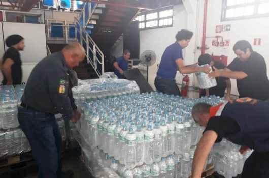 Caraguatatuba recebe doação de 6 mil litros de água da empresa Minalba