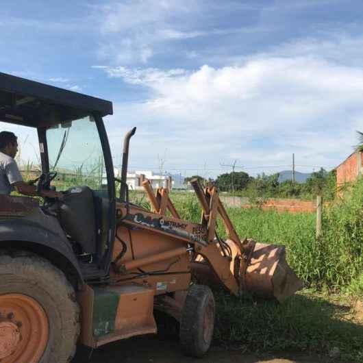 Prefeitura realiza demolição de construção irregular e vistoria em áreas públicas
