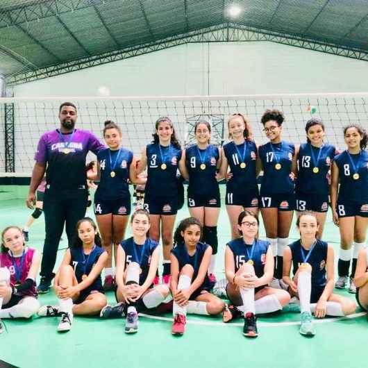 Atletas representam Caraguatatuba em copas de voleibol da região