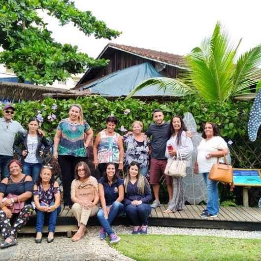 Aposentados do CaraguPrev visitam Aquário de Ubatuba e Projeto Tamar