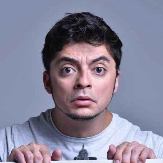 Stand Up 'E olha que eu tô sóbrio', com humorista Marcio Donato, encerra agenda de maio do TMC