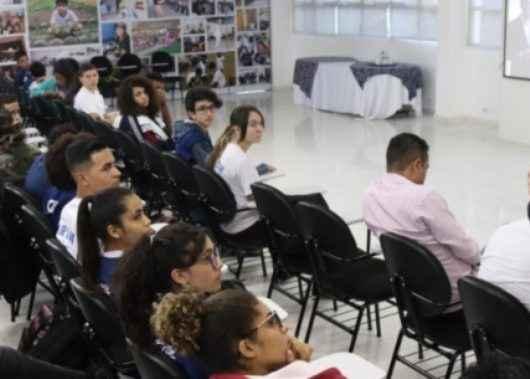 Prefeito participa de bate-papo com alunos da Guarda Mirim