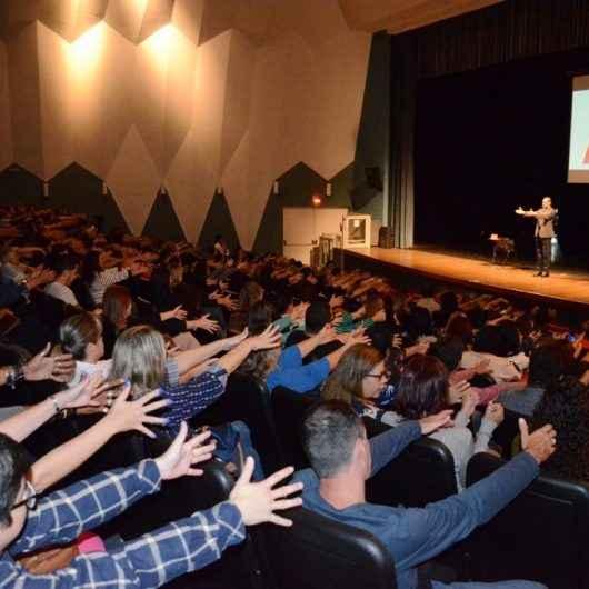 Palestra sobre excelência profissional reúne 430 servidores da Prefeitura de Caraguatatuba