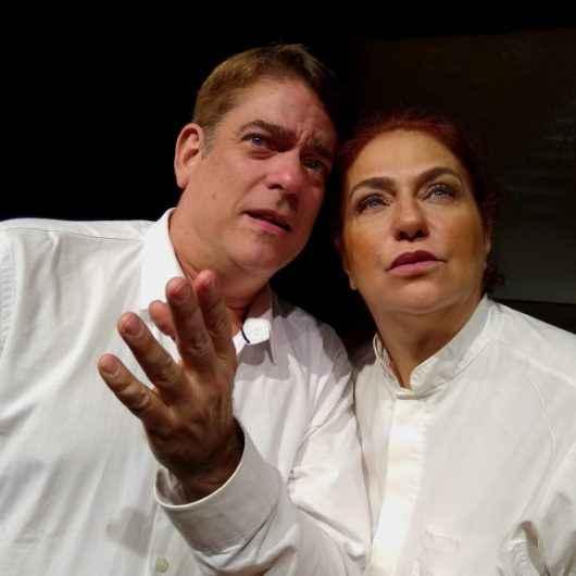 Peça 'Fora da caridade não há salvação' debate cura interior no Teatro Mario Covas
