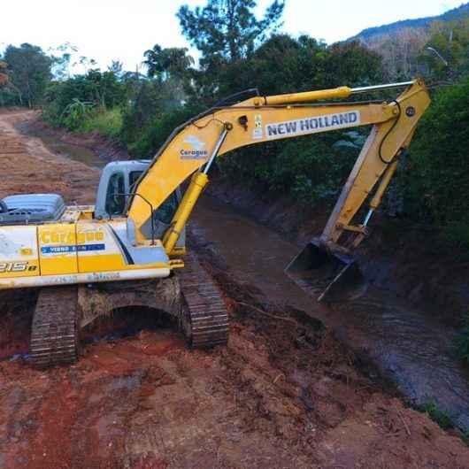 Prefeitura realiza desassoreamento de uma das principais valas de drenagem na Região Norte
