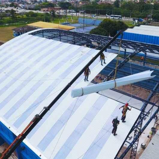 Prefeitura inicia instalação de cobertura da piscina do Cemug