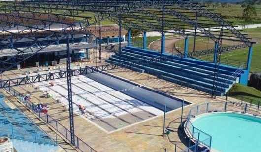 Prefeitura realiza reforma e cobertura da piscina do Centro Esportivo Municipal