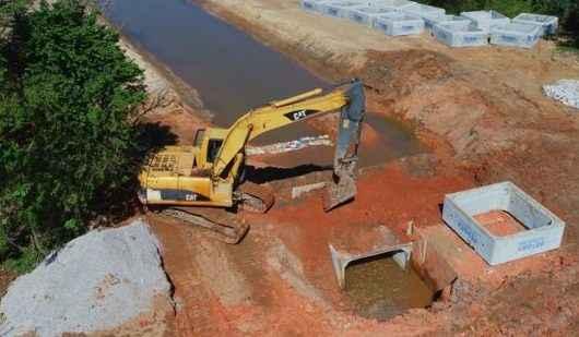 Obras contra enchentes na região do Perequê Mirim continuam