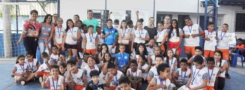 Escola de Caraguatatuba recebe projeto social Bola Bacana