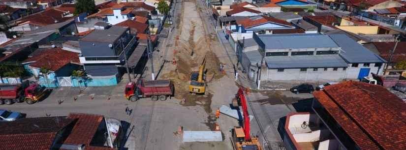 Prefeitura já instalou 600 metros de tubos na maior obra drenagem de Caraguatatuba