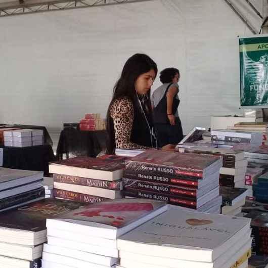 Praça do Caiçara recebe Feira Popular do Livro de Caraguatatuba no mês de julho