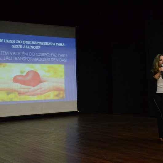 Artistas orientadores da Fundacc participam de palestra motivacional