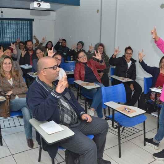 Servidores da Prefeitura de Caraguatatuba concluirão curso de Libras em dezembro