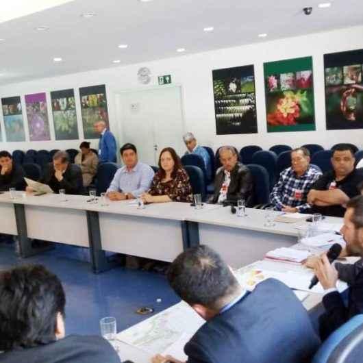 Prefeitura de Caraguatatuba acompanha pescadores em reunião com Secretário de Infraestrutura e Meio Ambiente do Estado