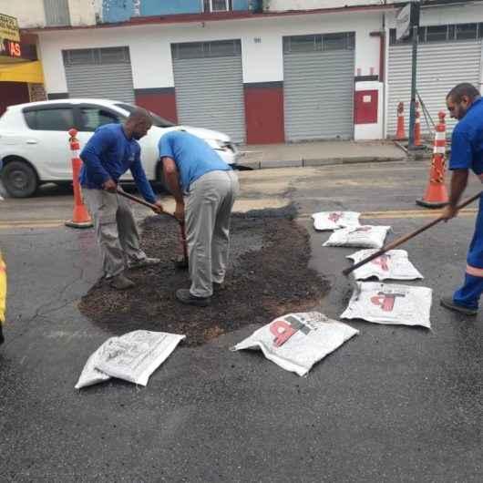 Sesep realiza manutenção de emergência na Avenida Miguel Varlez, no centro