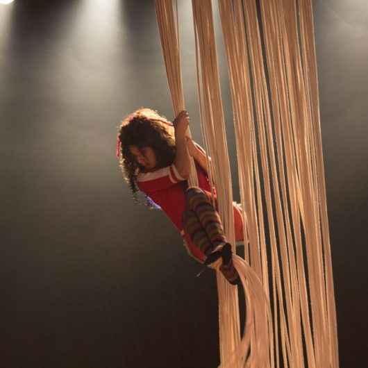 Teatro Mario Covas recebe espetáculo gratuito 'Cabeleira Doida' na segunda-feira