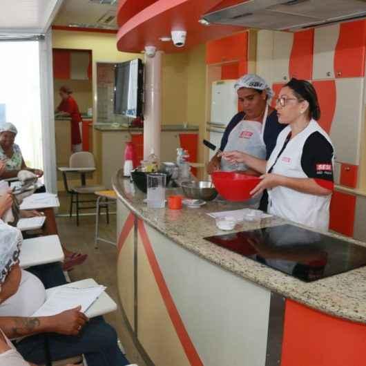"""Moradoras do """"Nova Caraguá ll"""" participam de curso gourmet gratuito de doces e pães"""