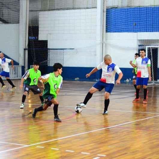 """""""Chuva"""" de goleadas marcam os jogos do Campeonato Municipal de Futsal"""