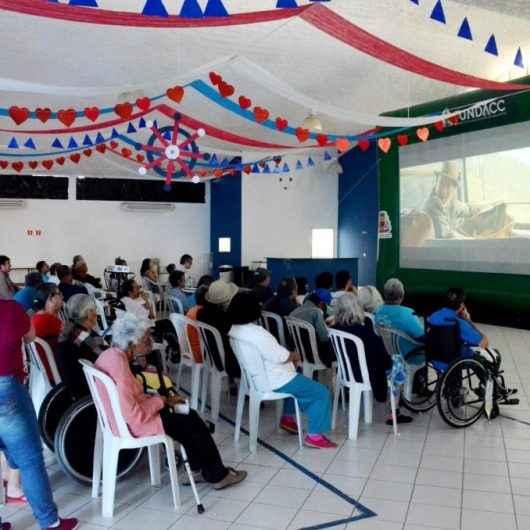 Cinema nos Bairros chega ao Centro Cultural José Agostinho de Souza, no bairro Morro do Algodão