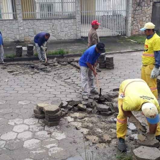 Prefeitura faz manutenção de bloquetes no Poiares