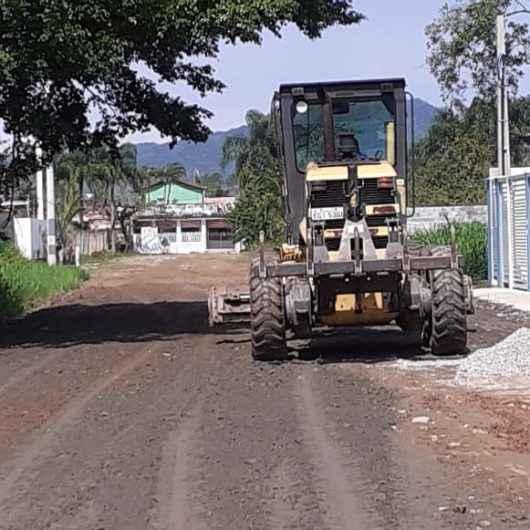 Sesep realiza nivelamento mecânico e manutenção em rede de drenagem no Balneário Gardem Mar