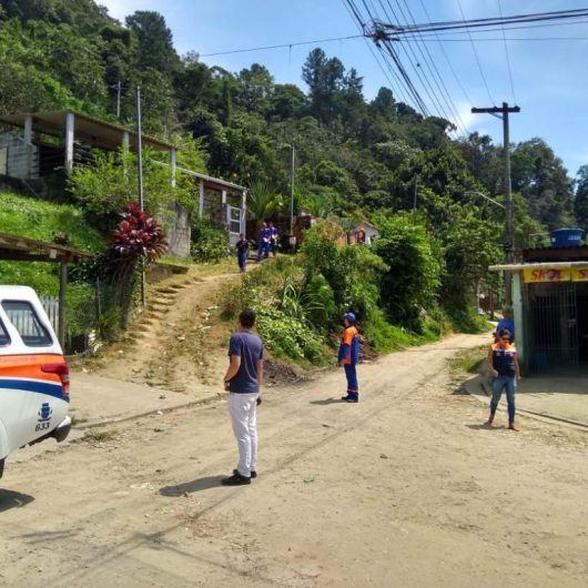 Prefeitura de Caraguatatuba faz vistoria técnica no Morro do Chocolate visando regularização fundiária do bairro