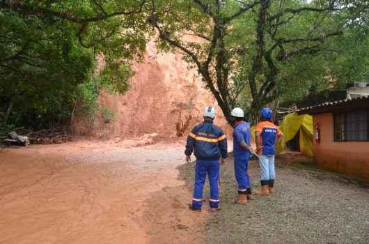 Equipe da Defesa Civil de Caraguatatuba participa de capacitação em Campos do Jordão
