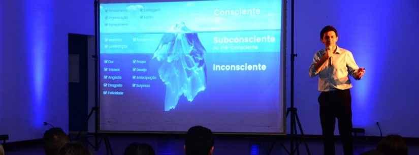 Servidores municipais de Caraguatatuba têm palestra sobre desenvolvimento humano com ex-goleiro Ricardo Berna