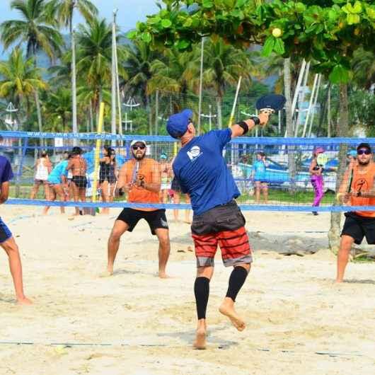 1º Caraguá Open de Beach Tennis movimenta praia do Camaroeiro e arrecada 730 kg de arroz para doação