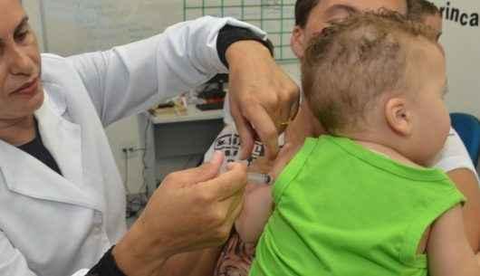 Caraguatatuba recebe novo lote de vacinas pentavalente