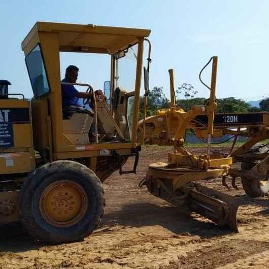 Residencial Nova Caragua 2 recebe bota fora e nivelamento mecânico