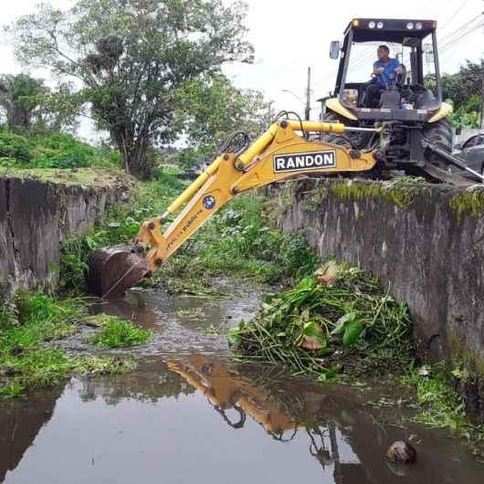 Serviços de prevenção de enchentes com limpeza de galerias continuam no Tinga