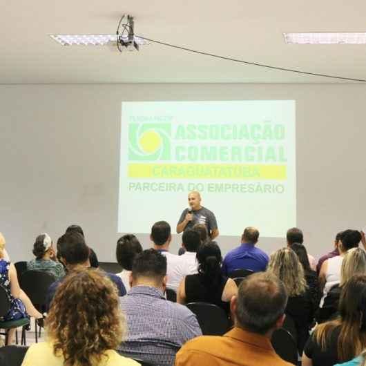 Prefeitura de Caraguatatuba demonstra benefícios do Cadastur e do 156 no 3º Café Empresarial da Associação Comercial