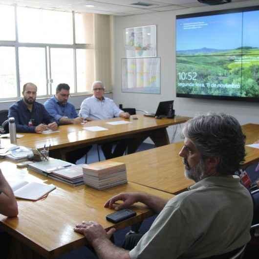 Caraguatatuba recepciona treinamento do Estado para monitorar mancha de óleo que atinge litoral brasileiro